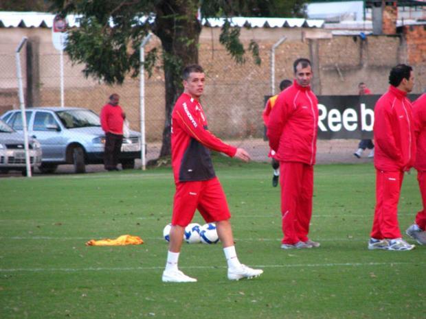 Marcelo Cordeiro promete empenho na lateral-esquerda do Inter Juliano Schüler/
