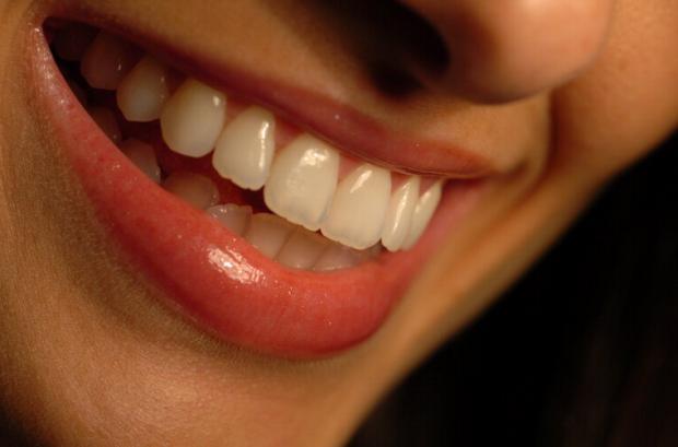Metodos Caseiros Para Clarear Os Dentes Podem Causar Danos A